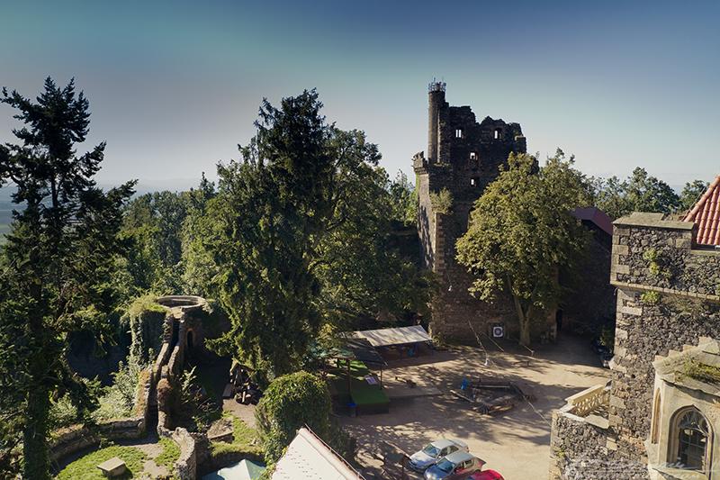 Zamek Grodziec. Przeżyć noc tańczących żyrandoli w zamkowej wieży, a rano zobaczyć taki widok... bezcenne.